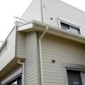 横張りの特徴的な外壁が建物のスタイルを引き立たせています